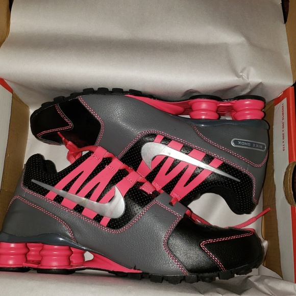 6090f908f6a New Women s Nike Shox Avenue Size 8 With Box
